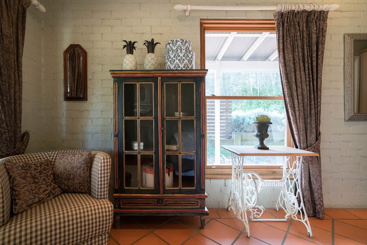 Thistle Hill Guest House has cosy rooms - Rustic Furniture